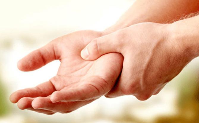Hinchazón de las manos: Causas, Diagnostico y Tratamiento